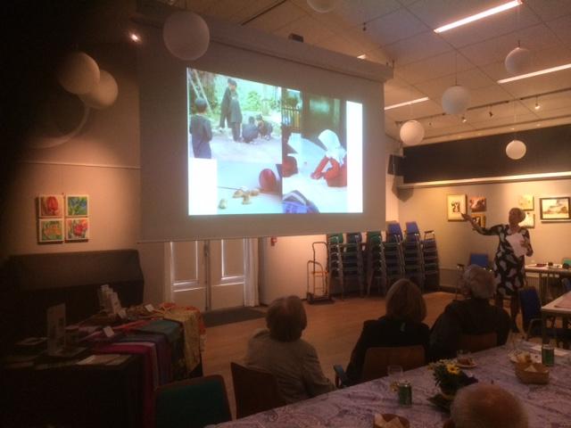 Presentatie over het dorp en kindhuwelijken